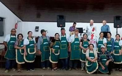 Equipe da Panela Campeira recebe agradecimento do Rotary Club de Alegrete Norte Centro