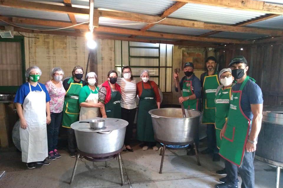 Equipe da Panela Campeira realiza almoço beneficente da Equoterapia